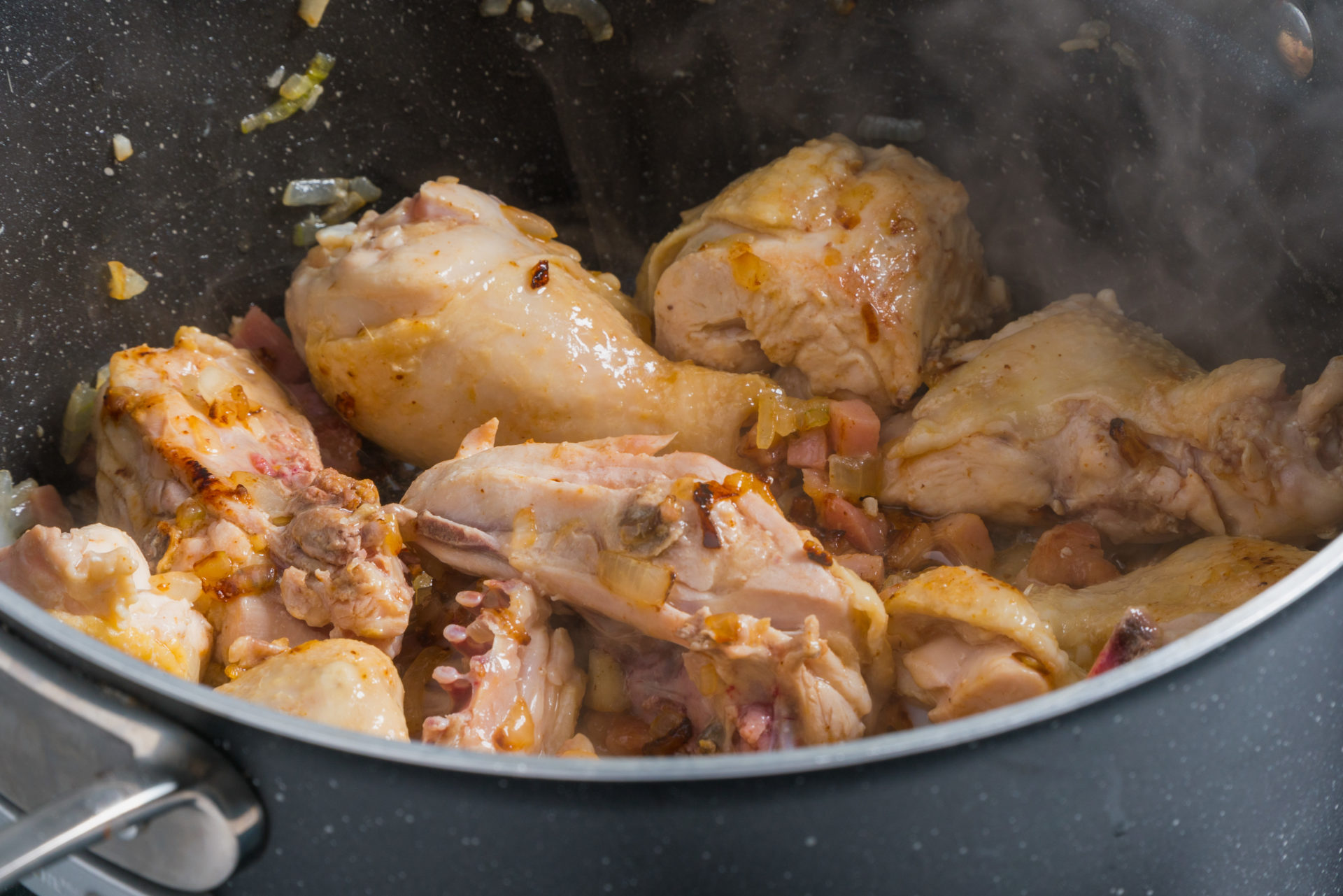 tacho com frango a estufar
