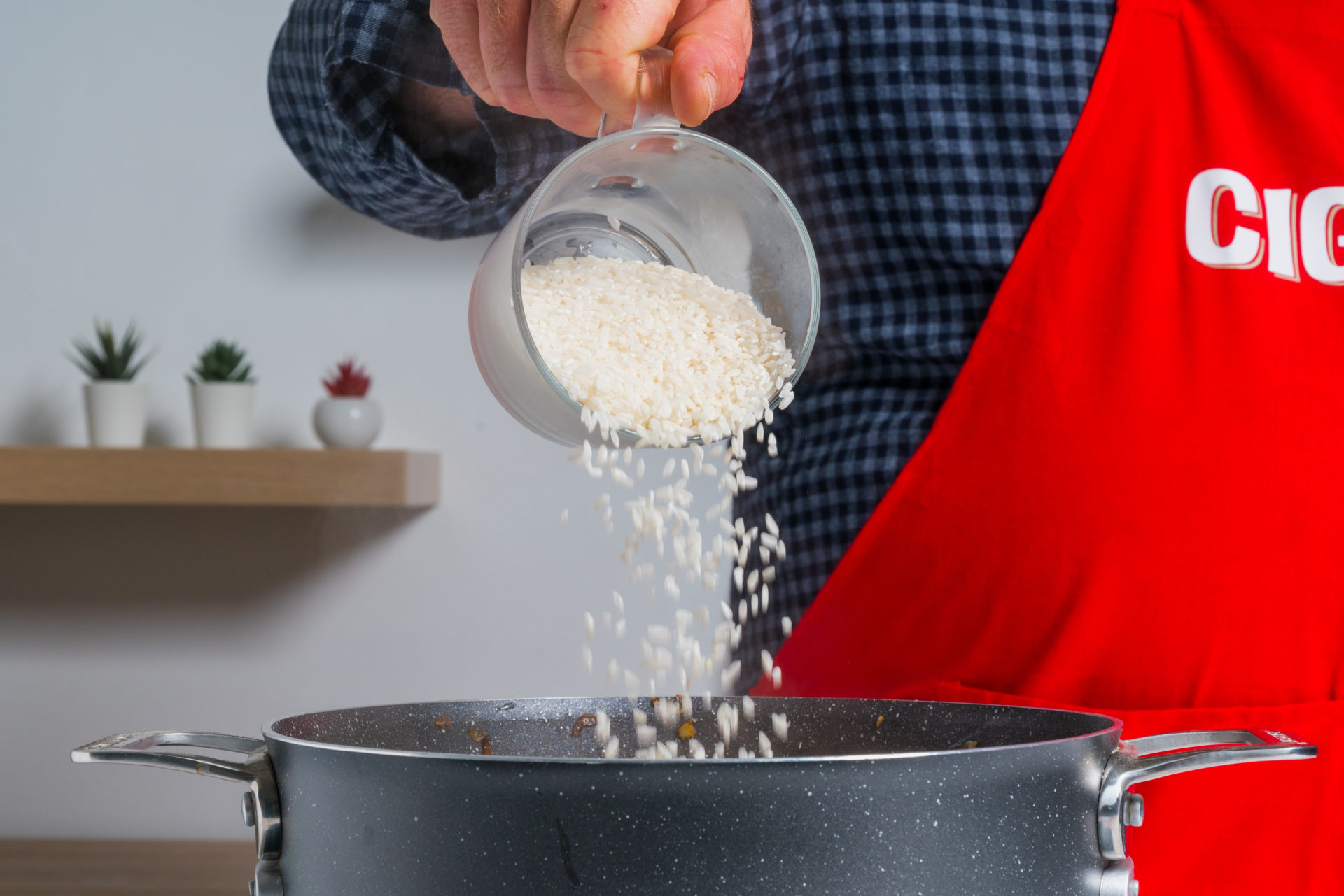 Adição de arroz ao tacho