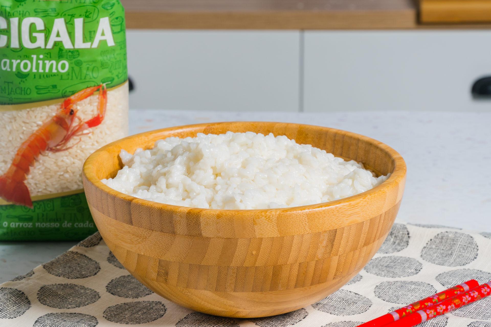 arroz para sushi com embalagem de arroz agulha cigala ao lado
