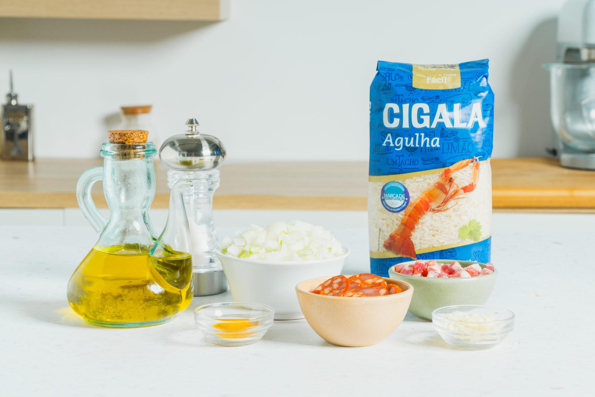 Ingredientes no arroz no forno