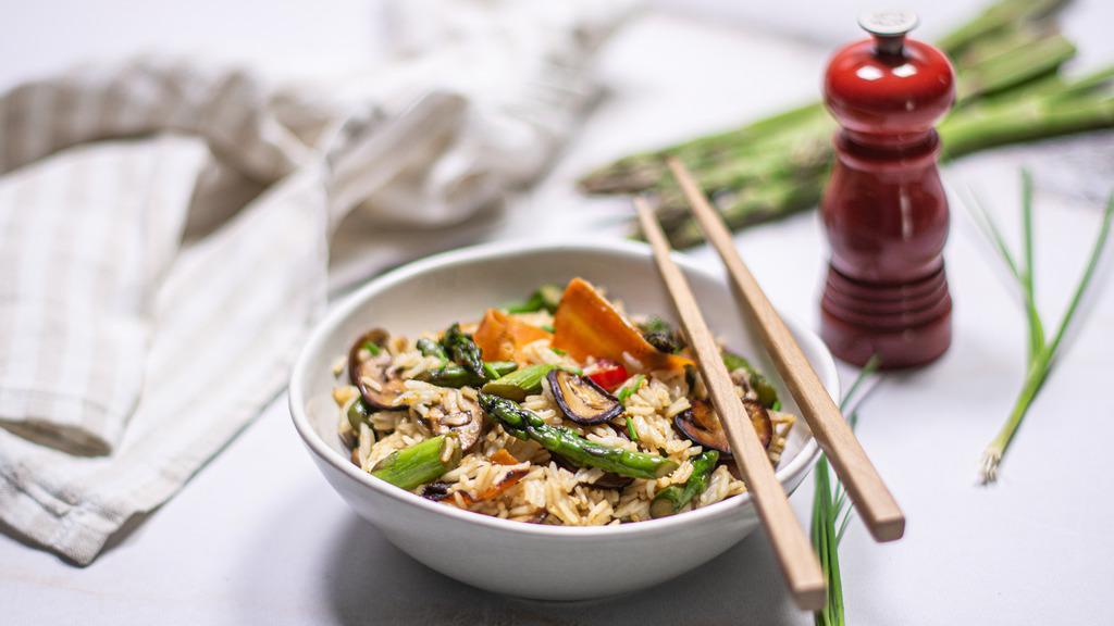 arroz frito com cogumelos e espargos verdes da cigala