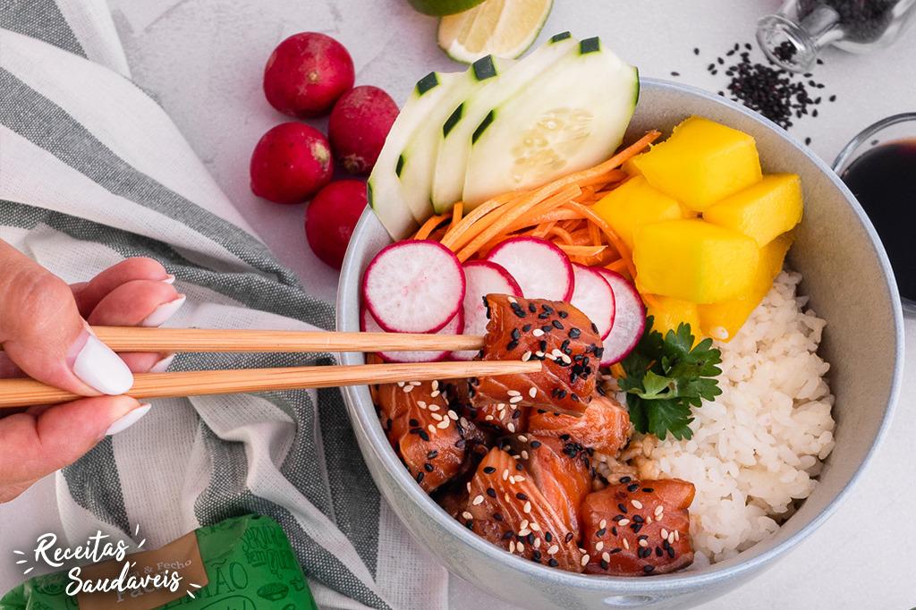 poké de salmão com arroz carolino cigala
