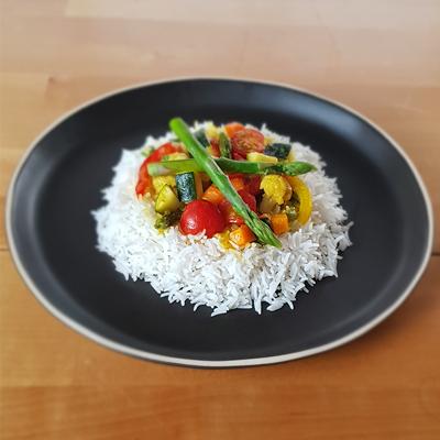 Arroz com caril e legumes