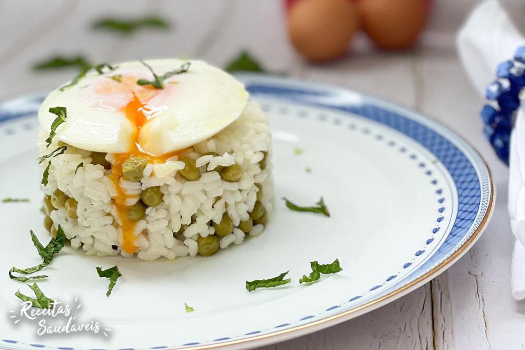 arroz de ervilhas com ovo escalfado da cigala